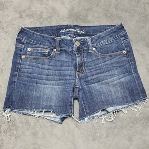 AMERICAN EAGLE DISTRESSED FRAY CUT OFFJEAN SHORTS